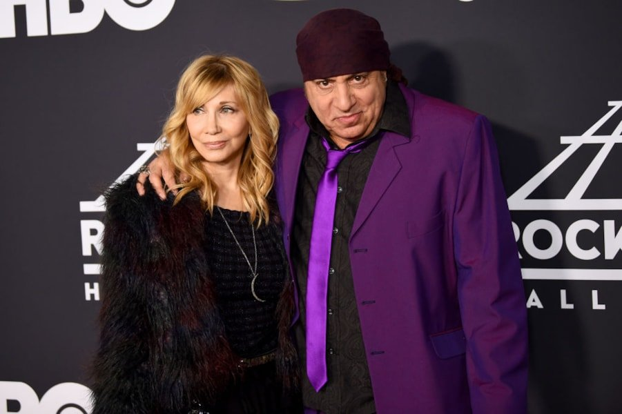 NEW YORK, NEW YORK - MARCH 29: Maureen Van Zandt and Steven Van Zandt attend the 2019 Rock & Roll Hall Of Fame Induction Ceremony at Barclays Center on March 29, 2019 in New York City. (Photo by Dimitrios Kambouris/Getty Images For The Rock and Roll Hall of Fame)