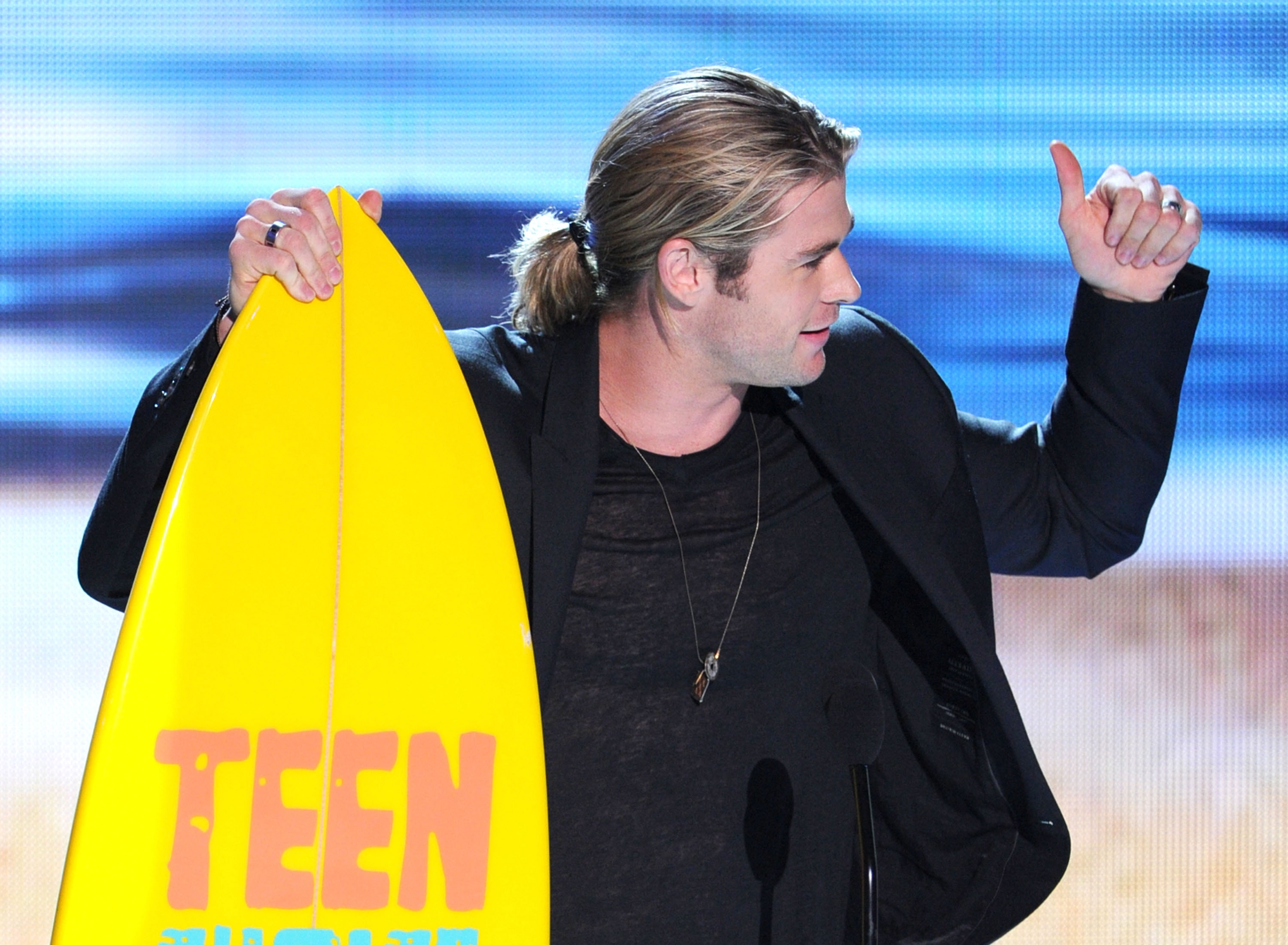 UNIVERSAL CITY, CA - JULY 22:  Actor Chris Hemsworth accepts the Choice Summer Male Movie Star award onstage during the 2012 Teen Choice Awards at Gibson Amphitheatre on July 22, 2012 in Universal City, California.  (Photo by Kevin Winter/Getty Images)