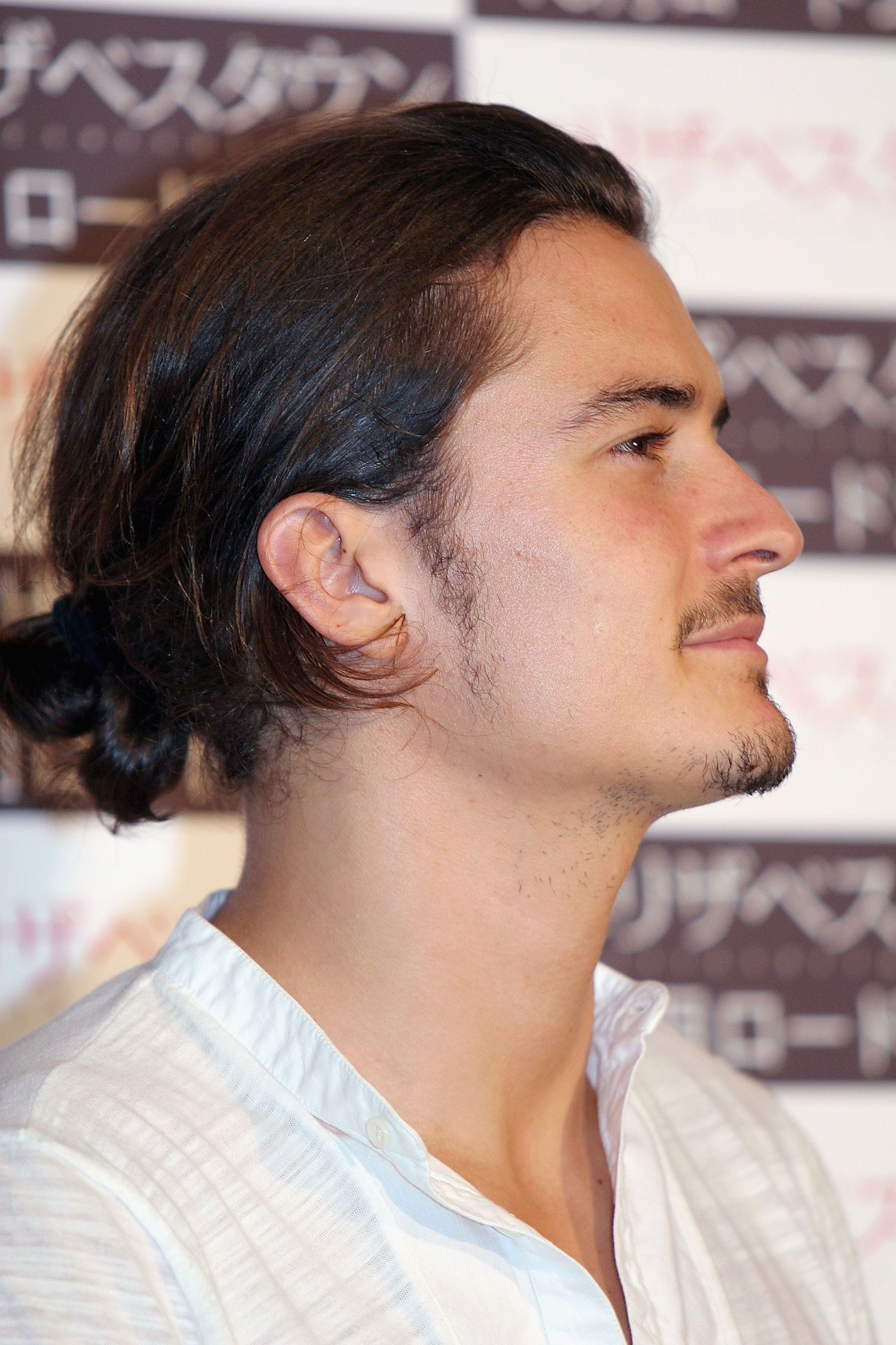 """TOKYO, JAPAN - AUGUST 3: Actor Orlando Bloom attends a press conference to promote the film """"Elizabethtown """" on August 3, 2005 in Tokyo, Japan. The film opens in Japan during October, 2005.  (Photo by Koichi Kamoshida/Getty Images)"""