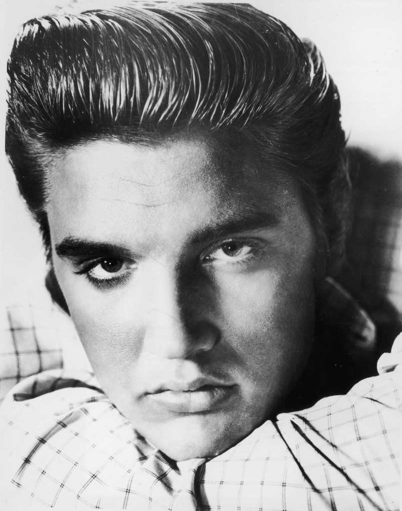UNDATED PHOTO:  (FILE PHOTO)  Elvis Presley poses for a portrait circa 1955. August 16, 2002 marks the 25th anniversary of Presley's death. Elvis died August 16, 1977 in Memphis, Tennessee.  (Photo by Getty Images)